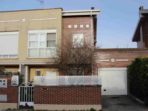 2 subastas de casas y pisos de hacienda en villamediana de