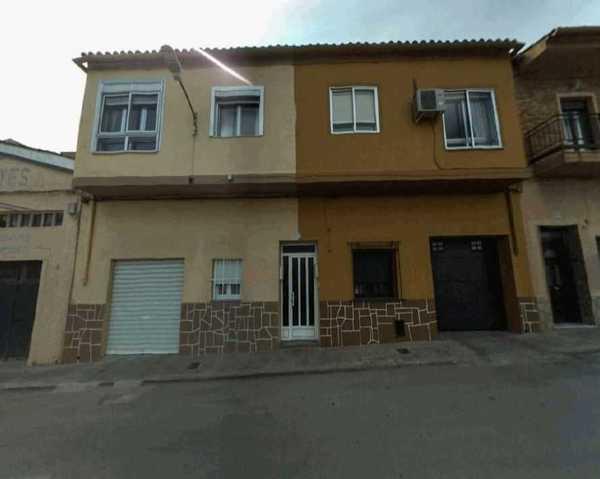 2 subastas de casas y pisos de hacienda en requena
