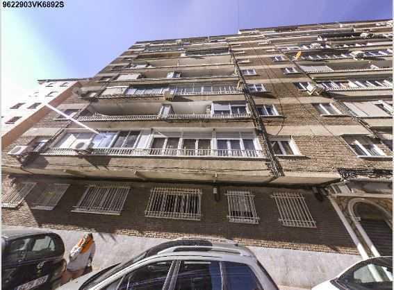 Subasta de vivienda en avenida caballeria espa ola 10 for Subastas de pisos en madrid