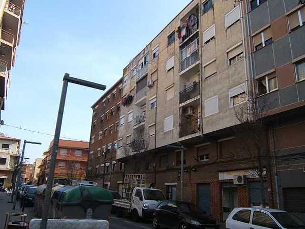 6 subastas de casas y pisos de la agencia tributaria en badalona barcelona alertasubastas - Casas de subastas en barcelona ...