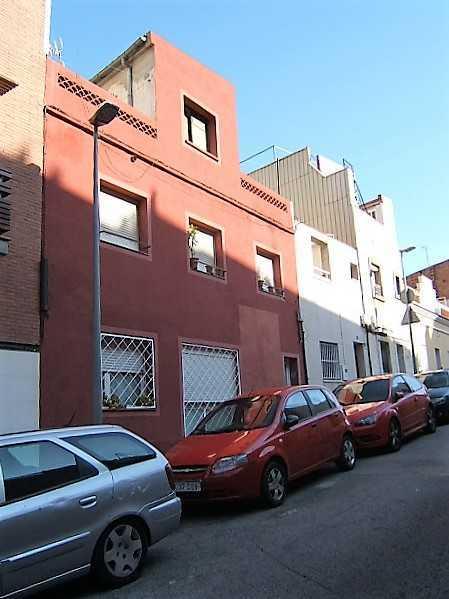 Subasta de vivienda en calle castellbisbal 21 barcelona alertasubastas - Casas de subastas en barcelona ...